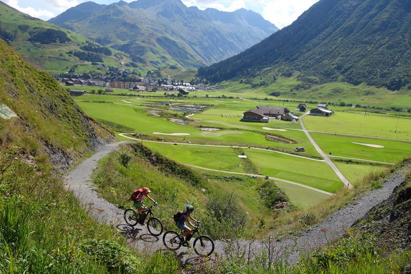 Bike Shuttle Touren Anhänger Gotthard Bike und event Hospental Andermatt